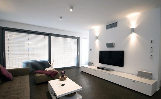 сатиновый натяжной потолок в гостинную