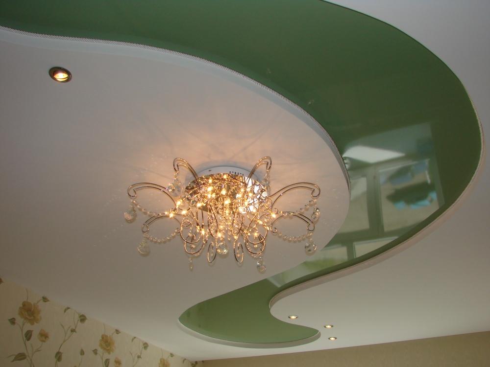 Яркий потолок в зал