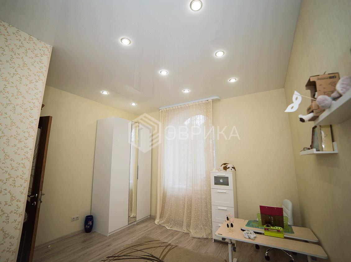 натяжной потолок в детскую со светильниками
