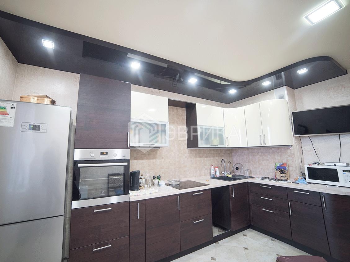 коричневый двухуровневый потолок
