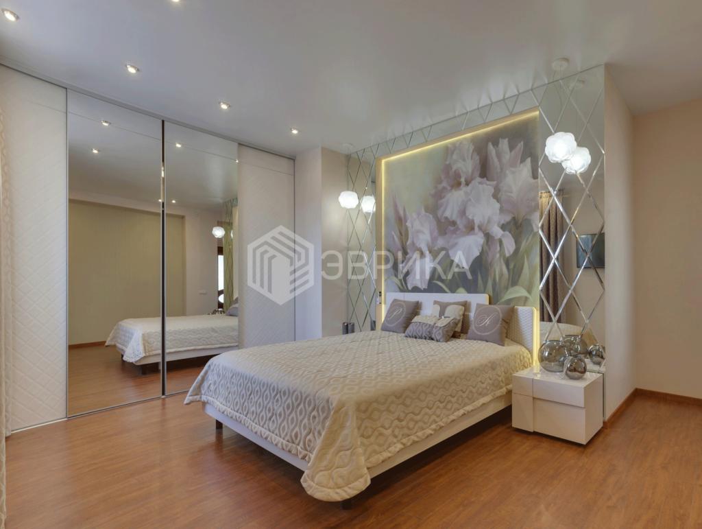 матовый натяжной потолок в белую спальню