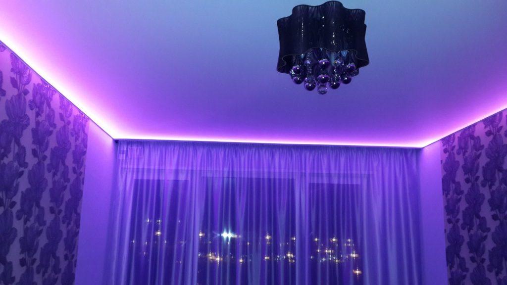 натяжной потолок подсветка