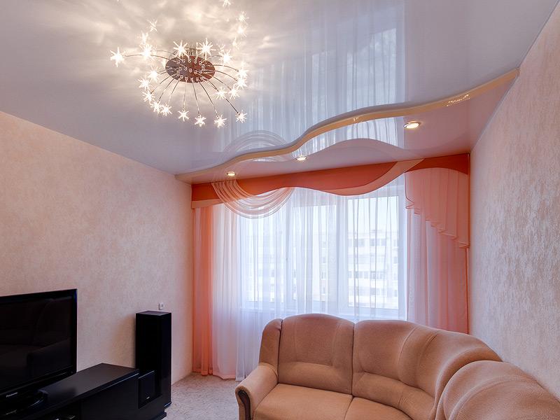 Двухуровневый натяжной потолок в зал