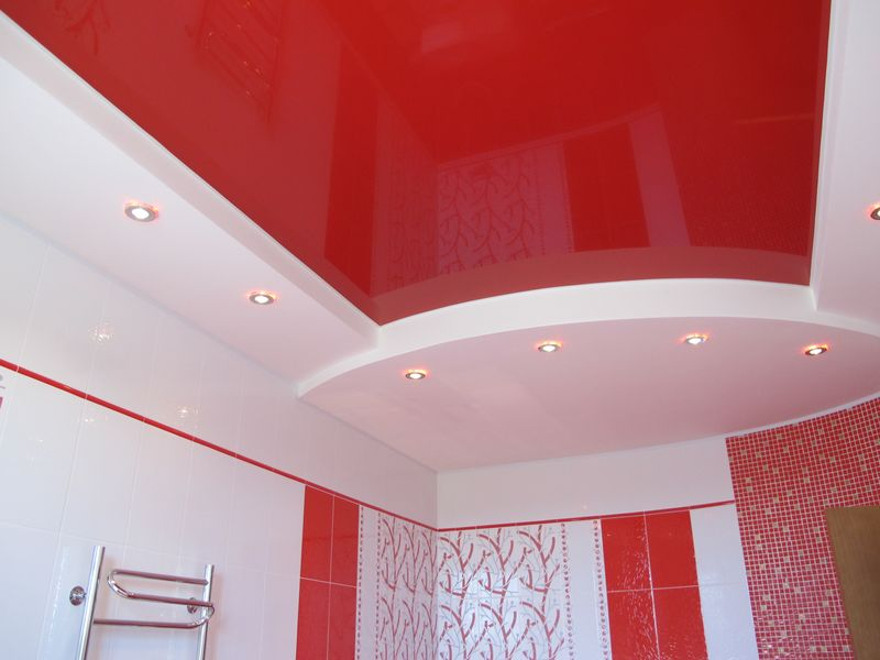Двухуровневый натяжной потолок в ванну
