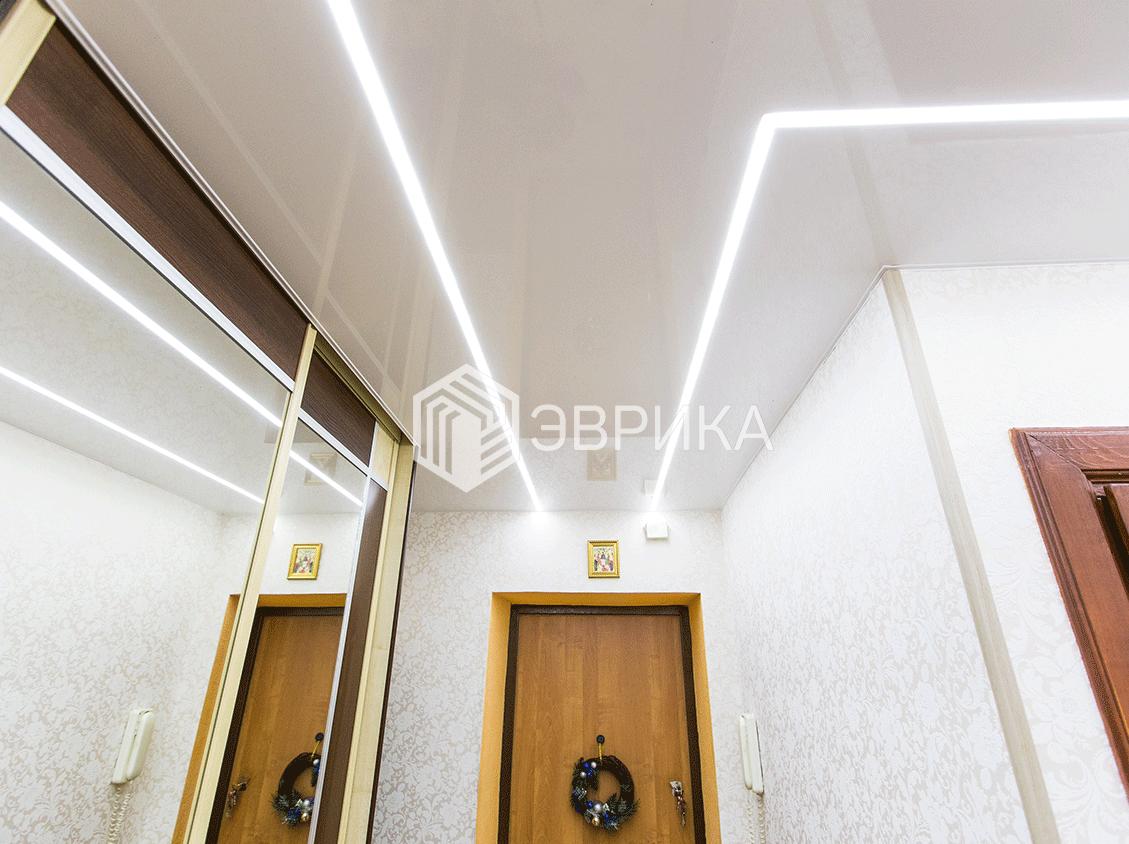 светящиеся светодиодные линии на натяжном потолке