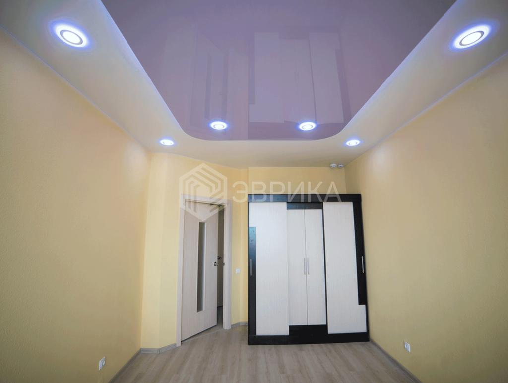 двухуровневый потолок цветной в спальню